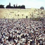 crowd_jerusalem_wall
