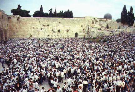 crowd_jerusalem_wall